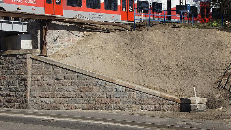 01. Mur oporowy po modernizacji.jpg