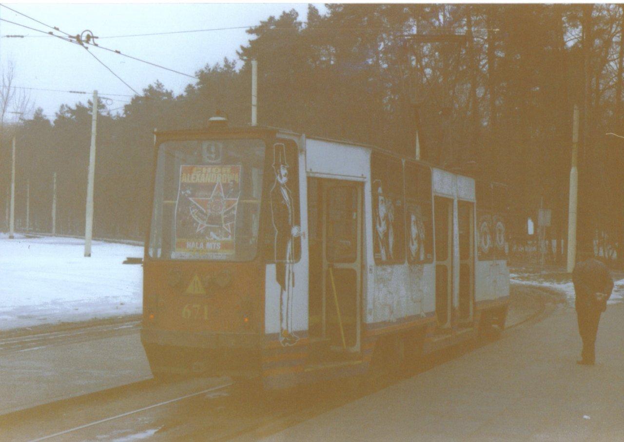 105N-671 z reklama Szczeciskiego teatru 03.06 Szczecin.jpg