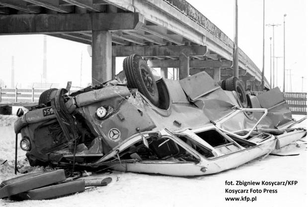 1219454-Skutki-wypadku-autokaru-marki-Jelcz-nazywanego-ogorkiem-na.jpg