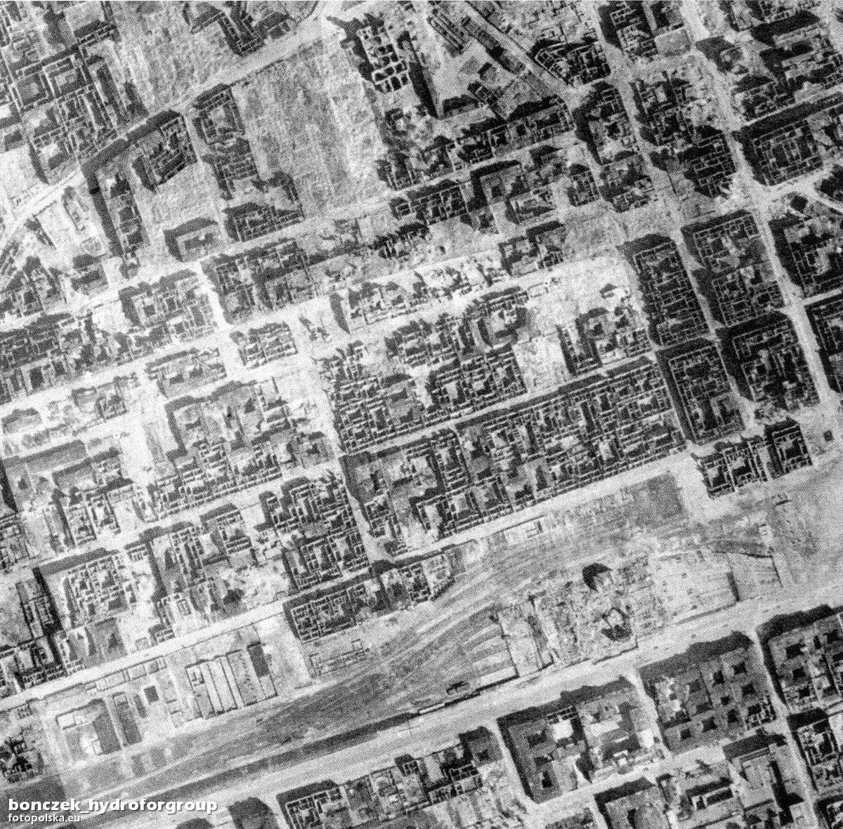 16. Zdjęcie lotnicze. Czerwiec 1945.jpg