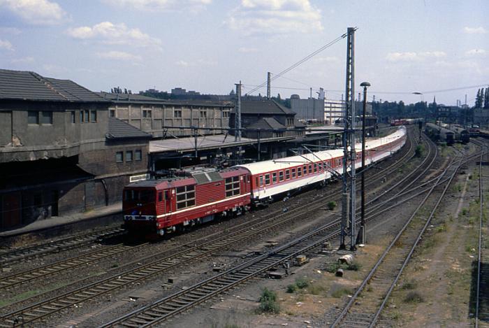 1992.05.31. - Berlin, Warschauer Brücke - Škoda 180 020-0 z poc. EC 42 ''Berolina'' rel. War...jpg