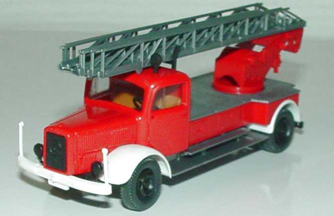 1zu87_Mercedes-Benz_L4500_DL_22_Drehleiter_Feuerwehr_Roco.JPG