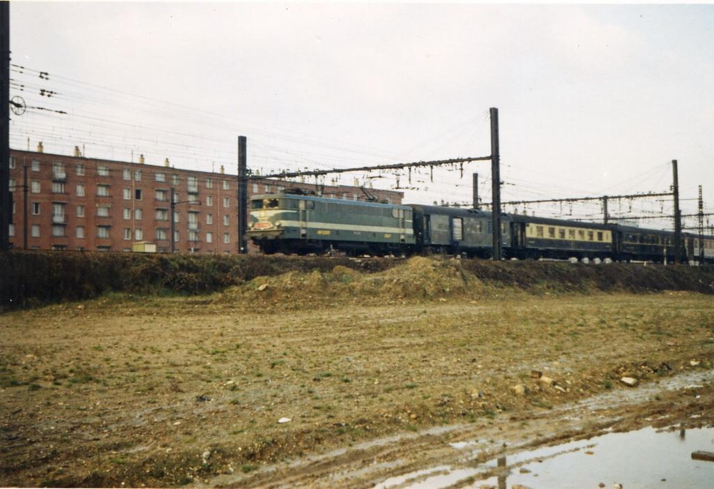2 -Mistral 56 au Vert de Maison en janvier 1969, remorqué par une BB 9300 (foto Papyglob).JPG