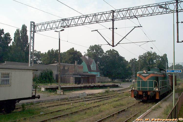 2002-09-05 Kamień Pomorski SM42-440 [CM Szczecin] przyprowadziła pociąg zdawczy.jpg