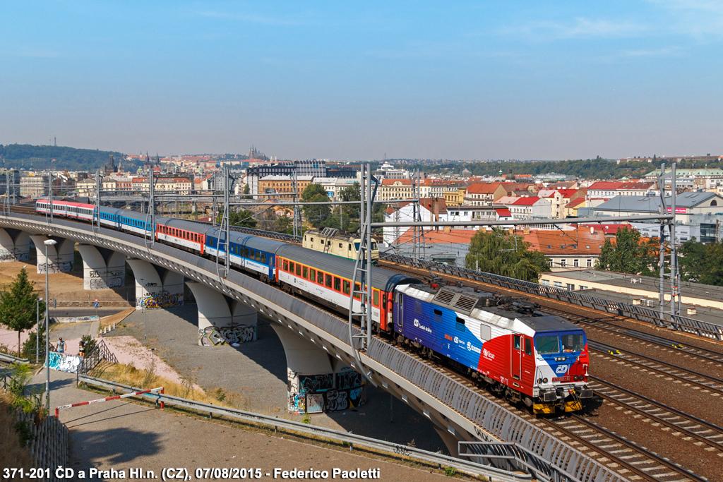 2015.08.07. - ČD 371-201 z poc. EC 378 ''Porta Bohemica'' rel. Hamburg-Altona - Budapest Kele...jpg