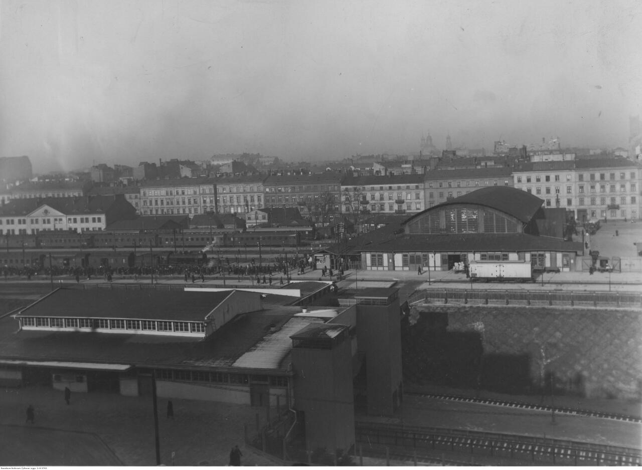 6. Widok ogólny na budynki dworca i perony od strony Al. Jerozolimskich. Listopad 1933..jpg