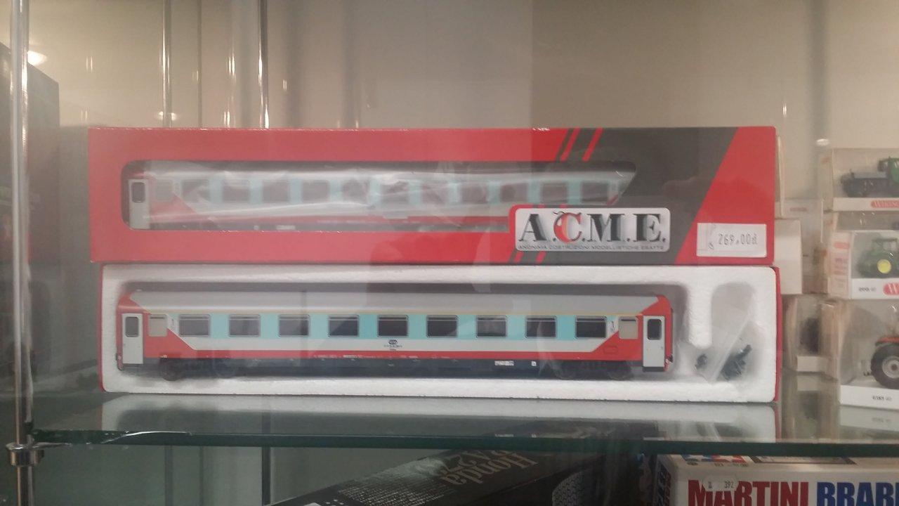 Acme Papugi.jpg