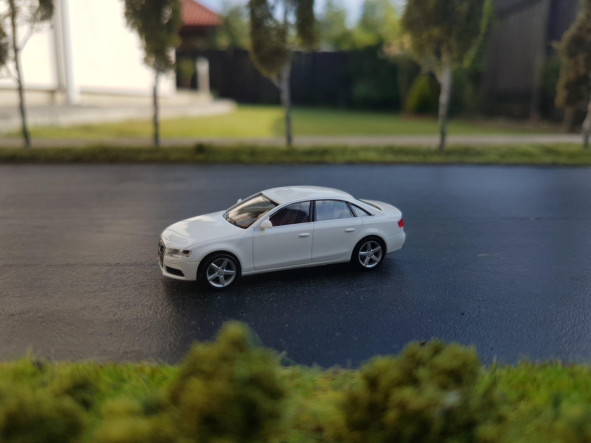 Audi A4 01.jpg