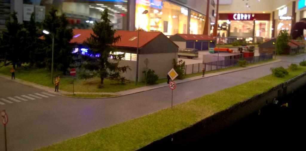 Baza samochodowa perspektywa 2.jpg