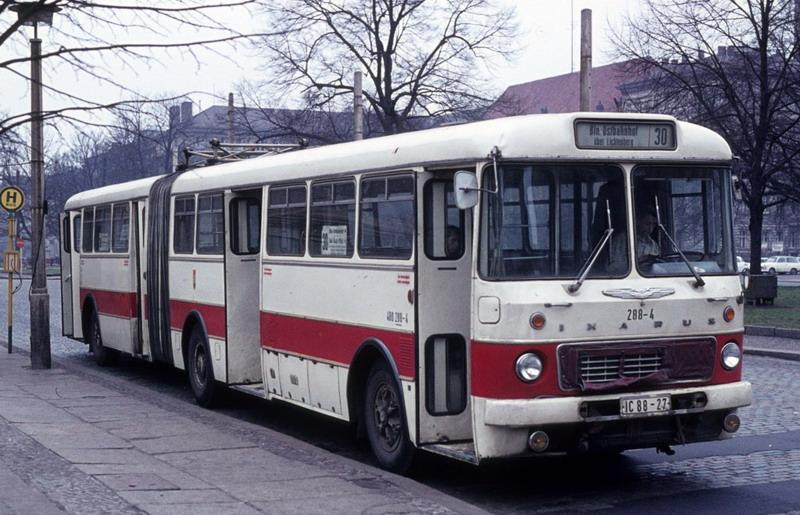 berlin-ost-bvb-buslinie-30-ikarus-90940.jpg