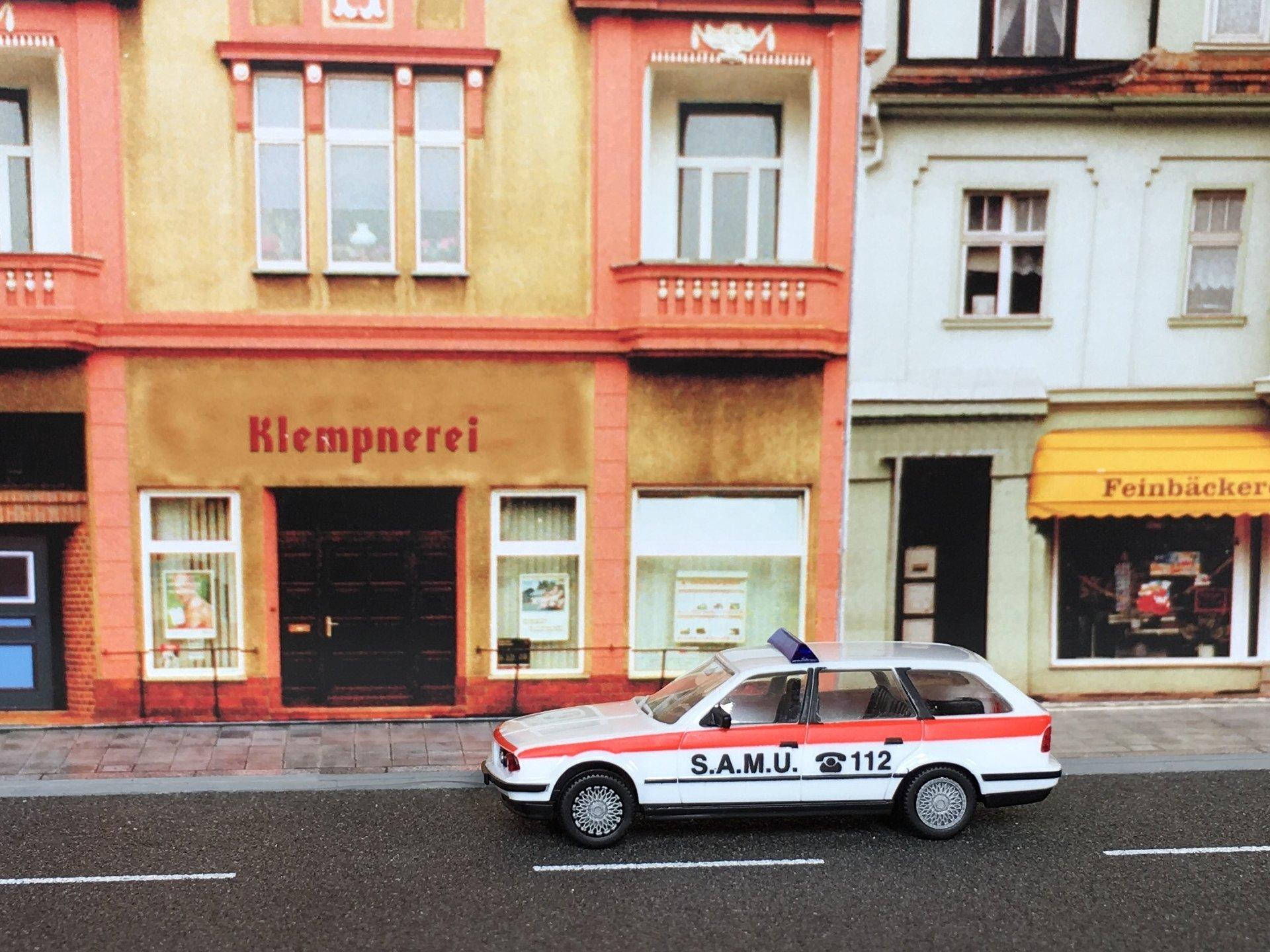 BMW 525i SAMU 01.jpg