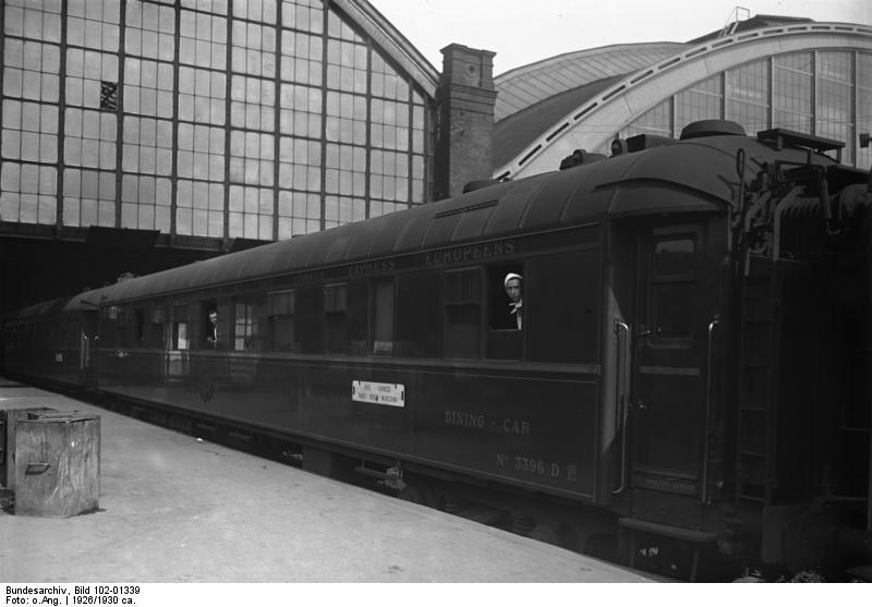 Bundesarchiv_Bild_102-01339,_Berlin,_Schlesischer_Bahnhof,_Speisewagen.jpg