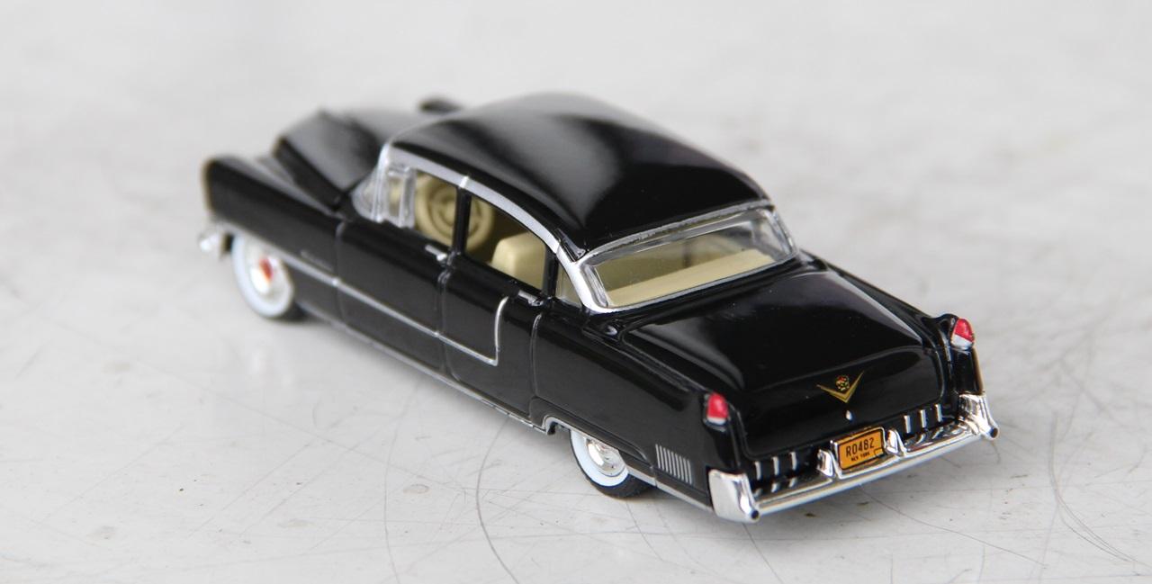 Cadillac-Fleetwood-55-04.JPG