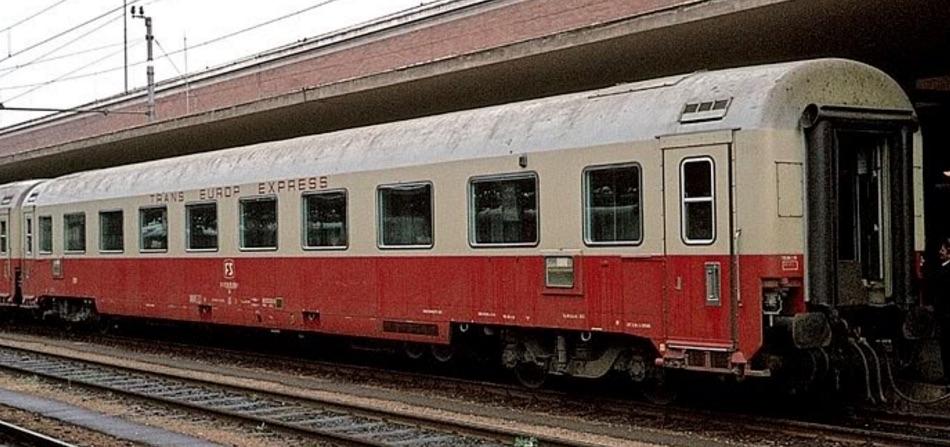 Carrozza a compartimenti TEE a Verona – lato compartimenti – Foto © pamwagner47.jpg