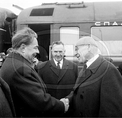 Dworzec Gdański Wawa 09.04.1965 fot Edmund Uchymiak.jpg