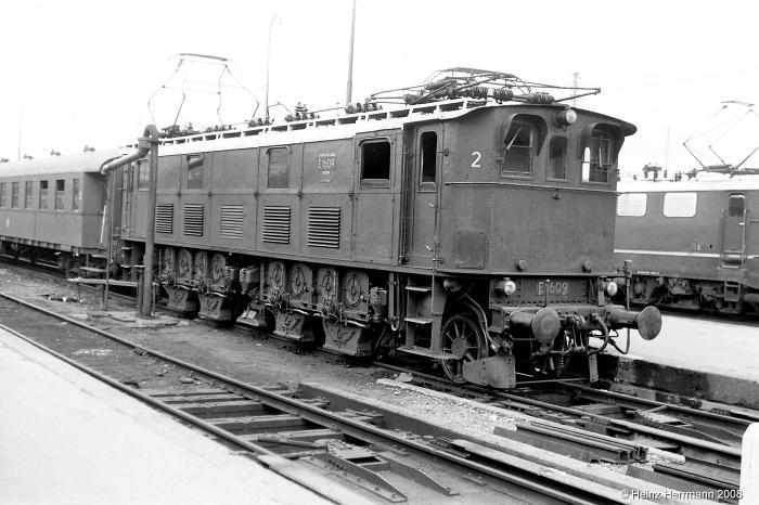E1609_1_Muenchen-Hbf_1966 (kl.V).jpg