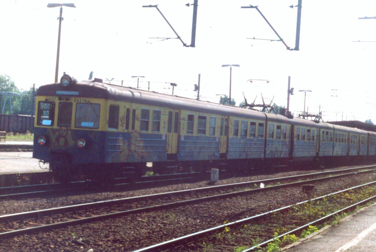 EN57-041 Rybnik 27.08.2000.jpg