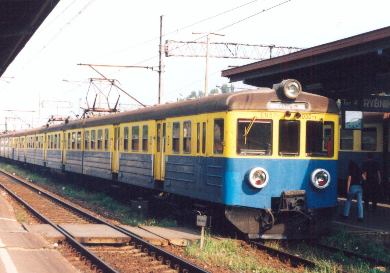 EN57-1000 Rybnik 09.1999.jpg