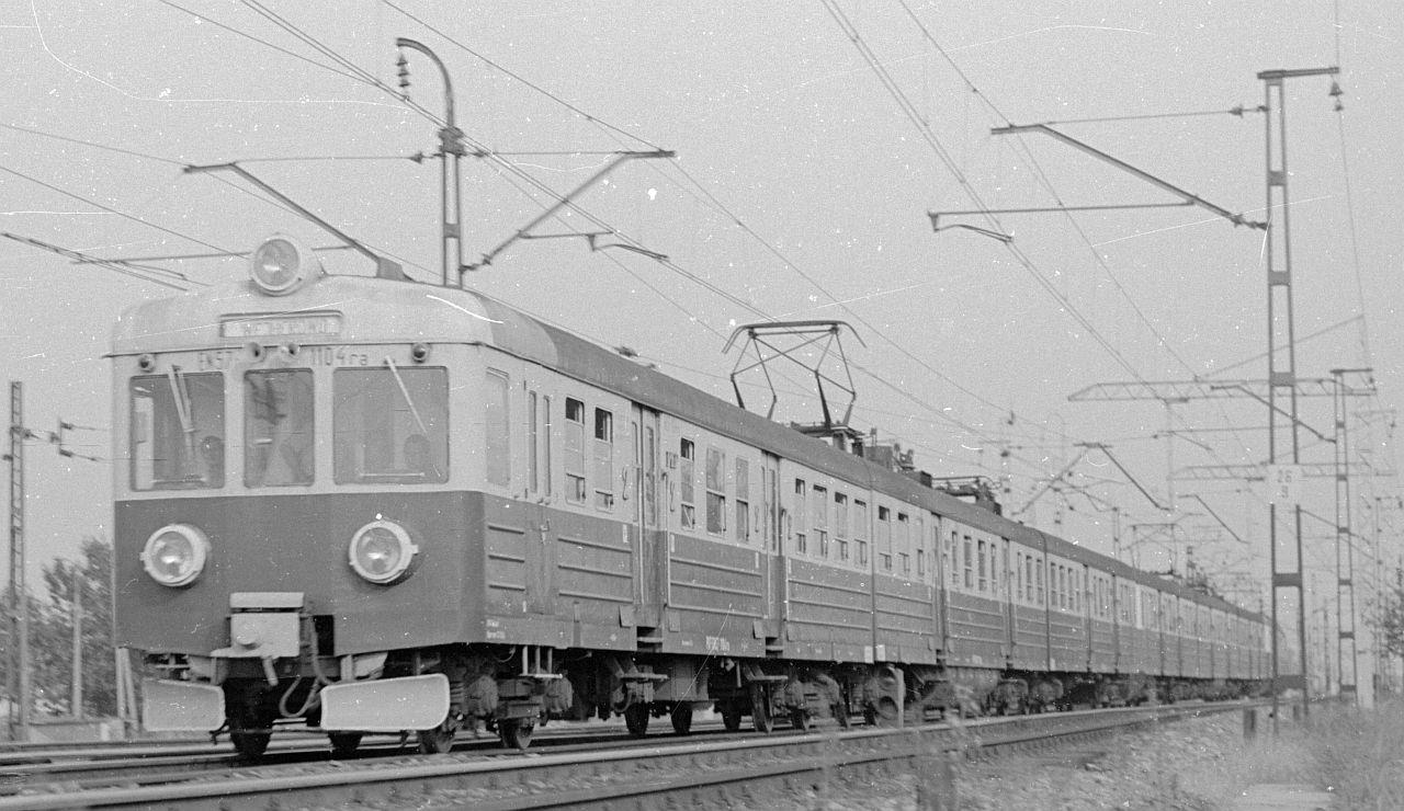 EN57-1104 Trójmiasto 1985.jpg