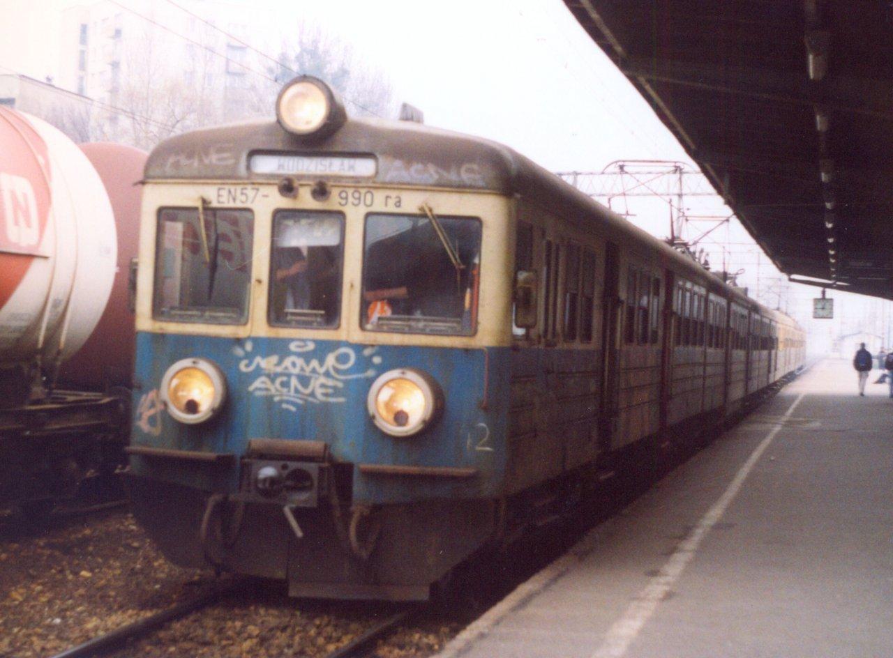 EN57-990 Rybnik 30.01.2001.jpg