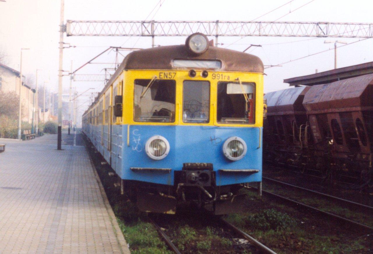EN57-991 Rybnik 30.01.2001.jpg