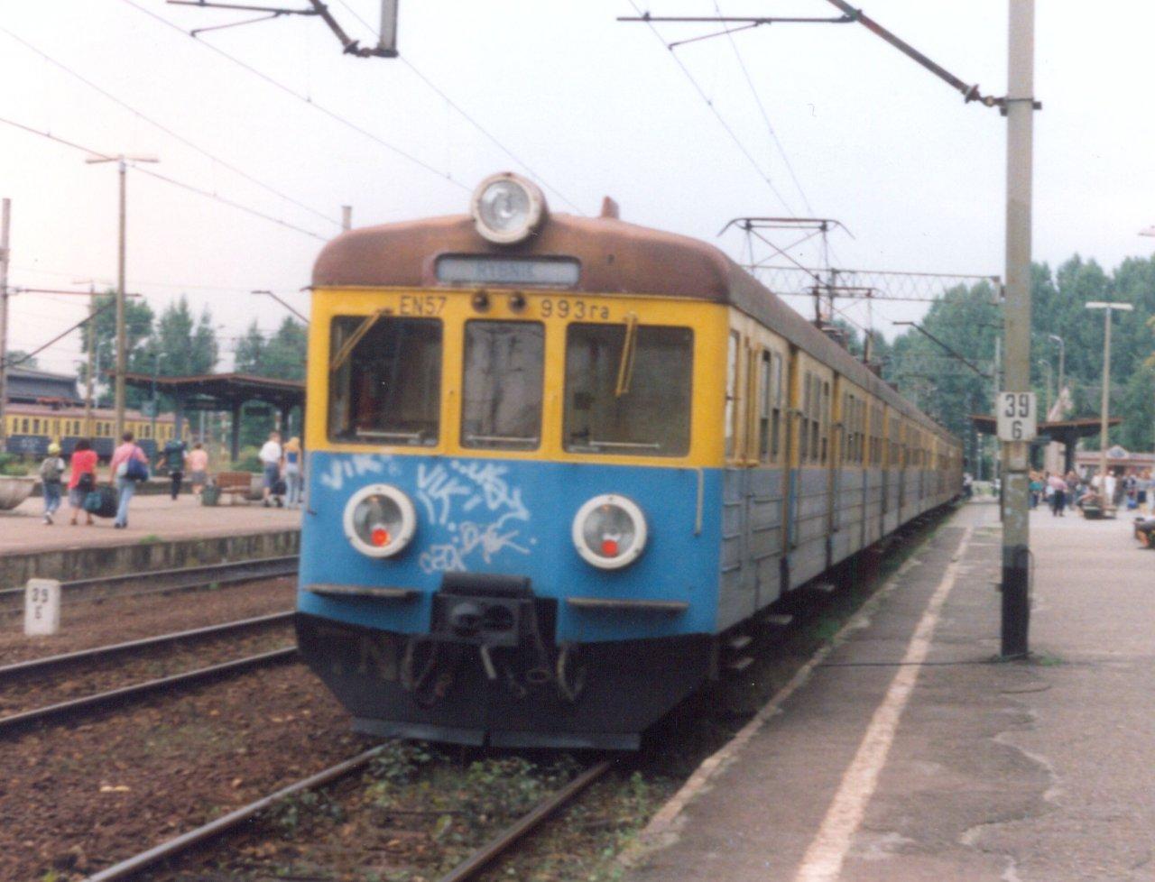EN57-993 Rybnik 11.08.2000.jpg