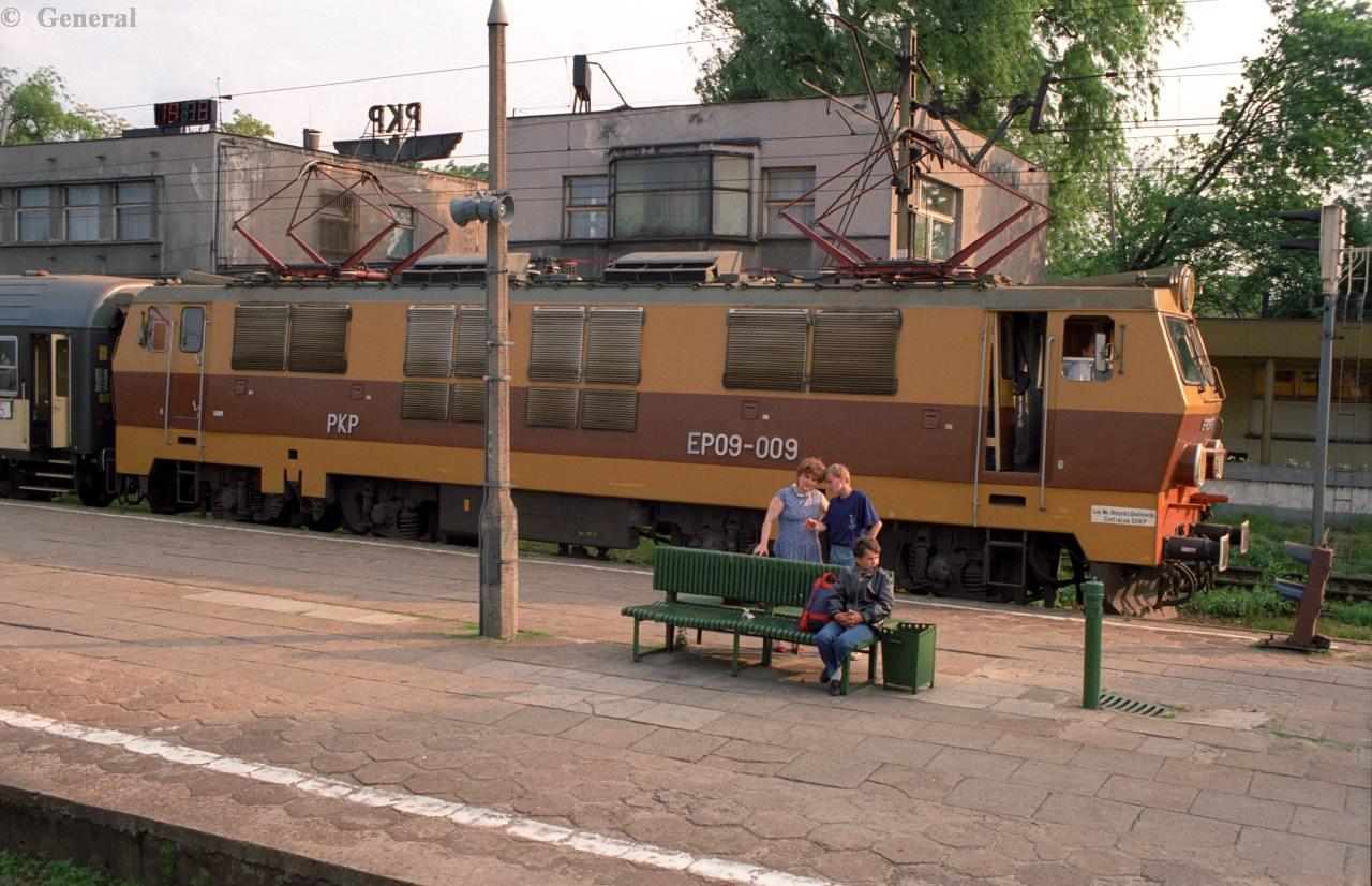 EP09-009 krakow plaszow 1992.jpg