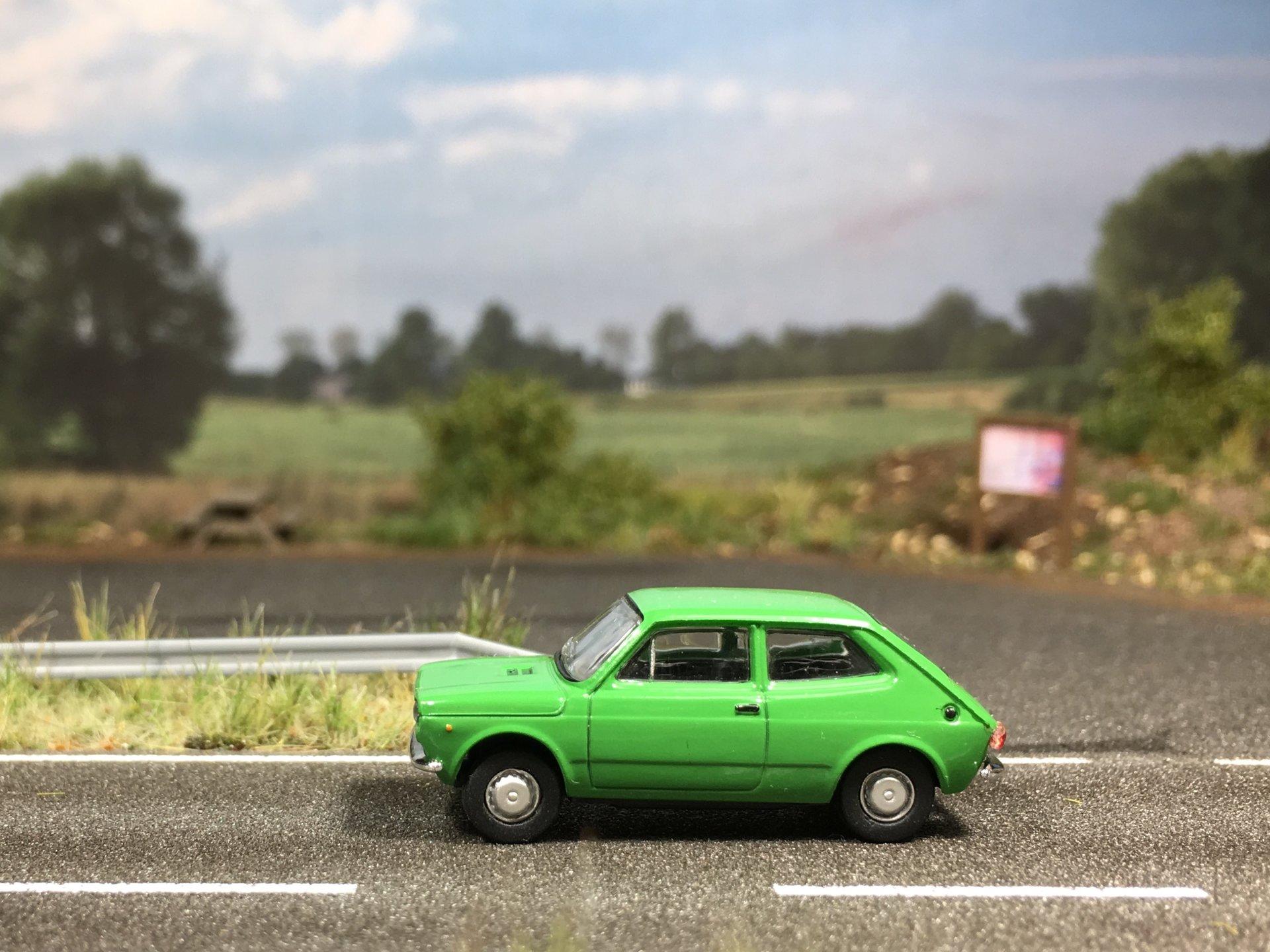 Fiat 127 zielony 001.jpg