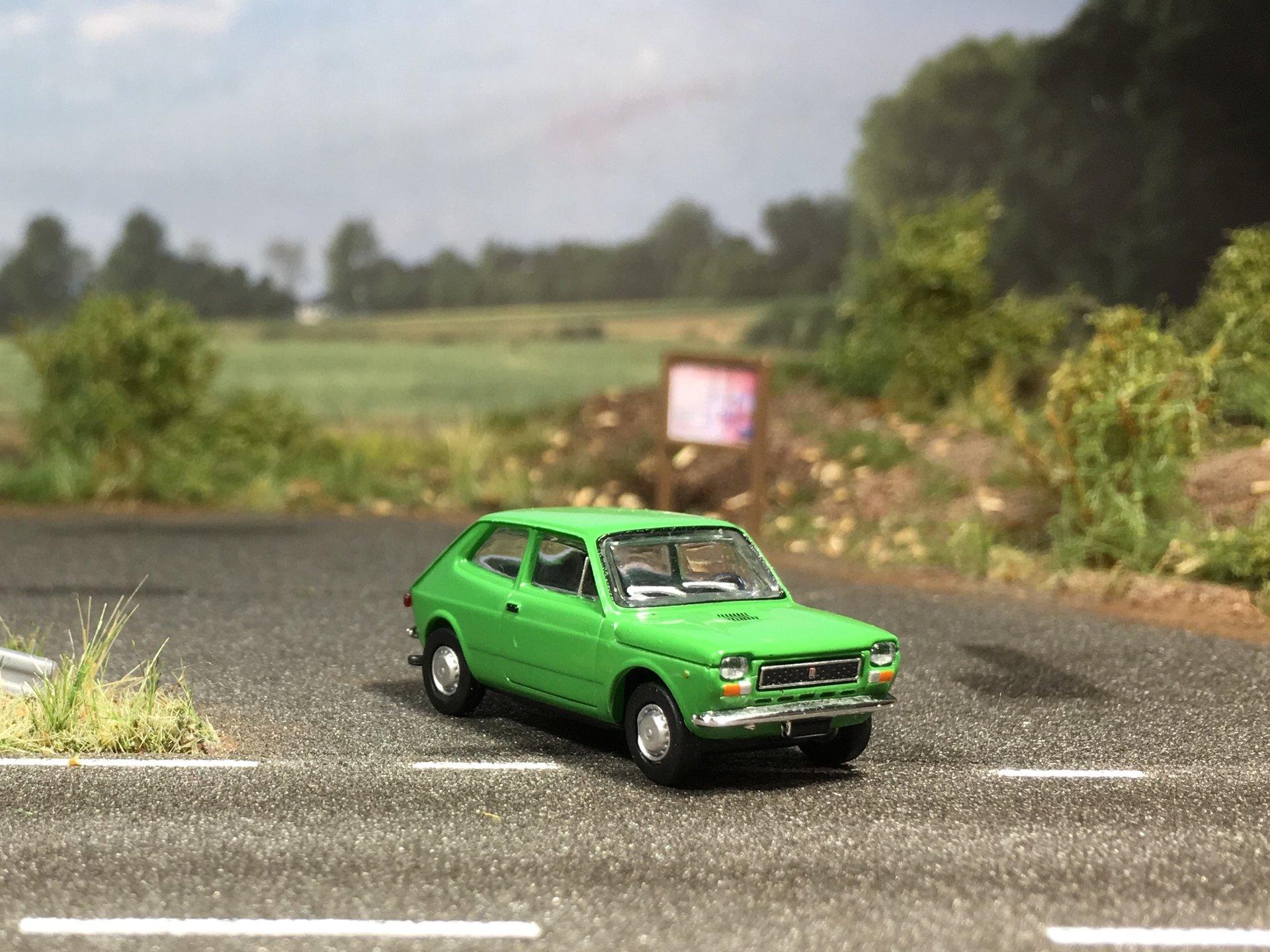 Fiat 127 zielony 002.jpg