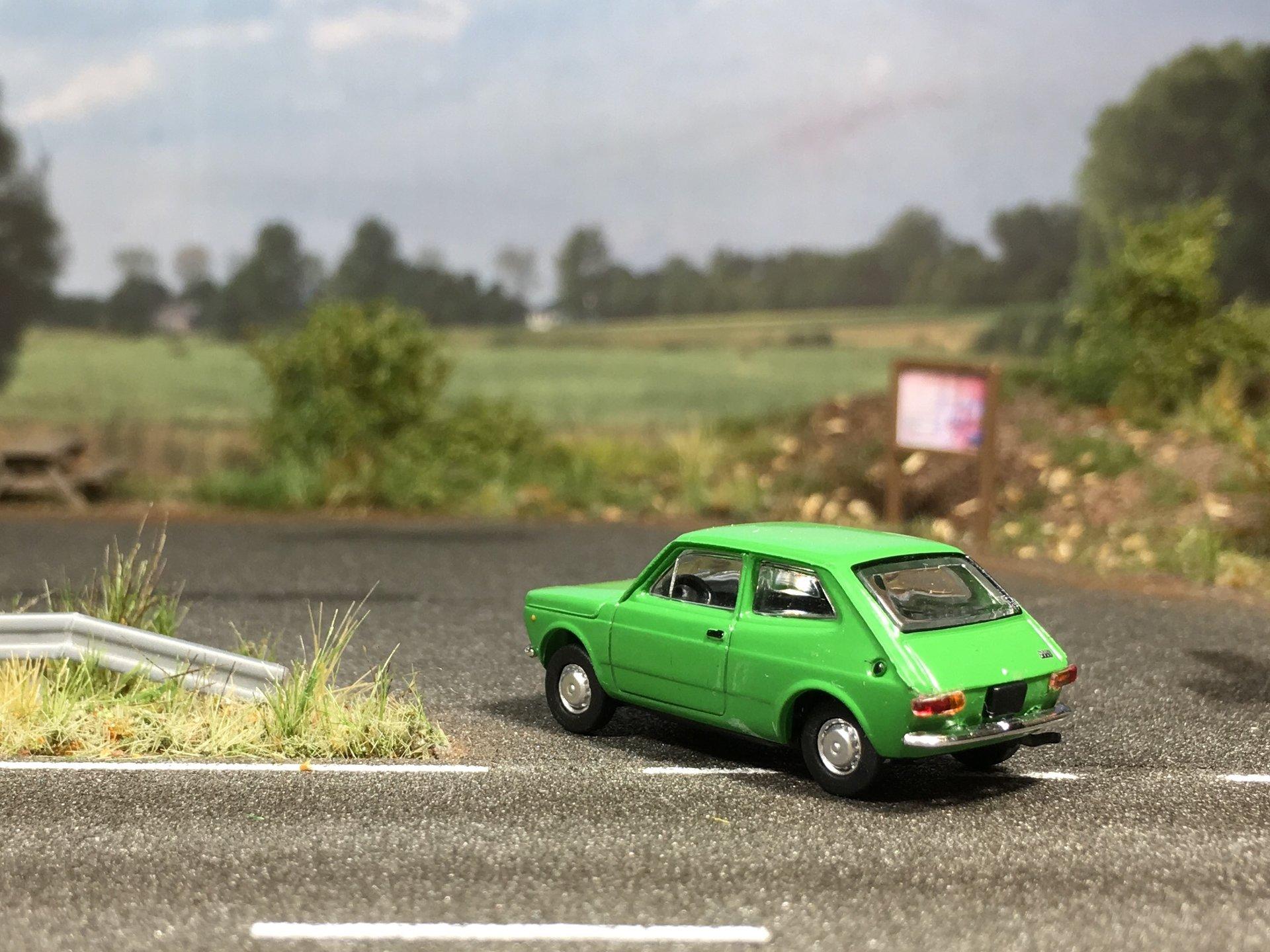 Fiat 127 zielony 003.jpg