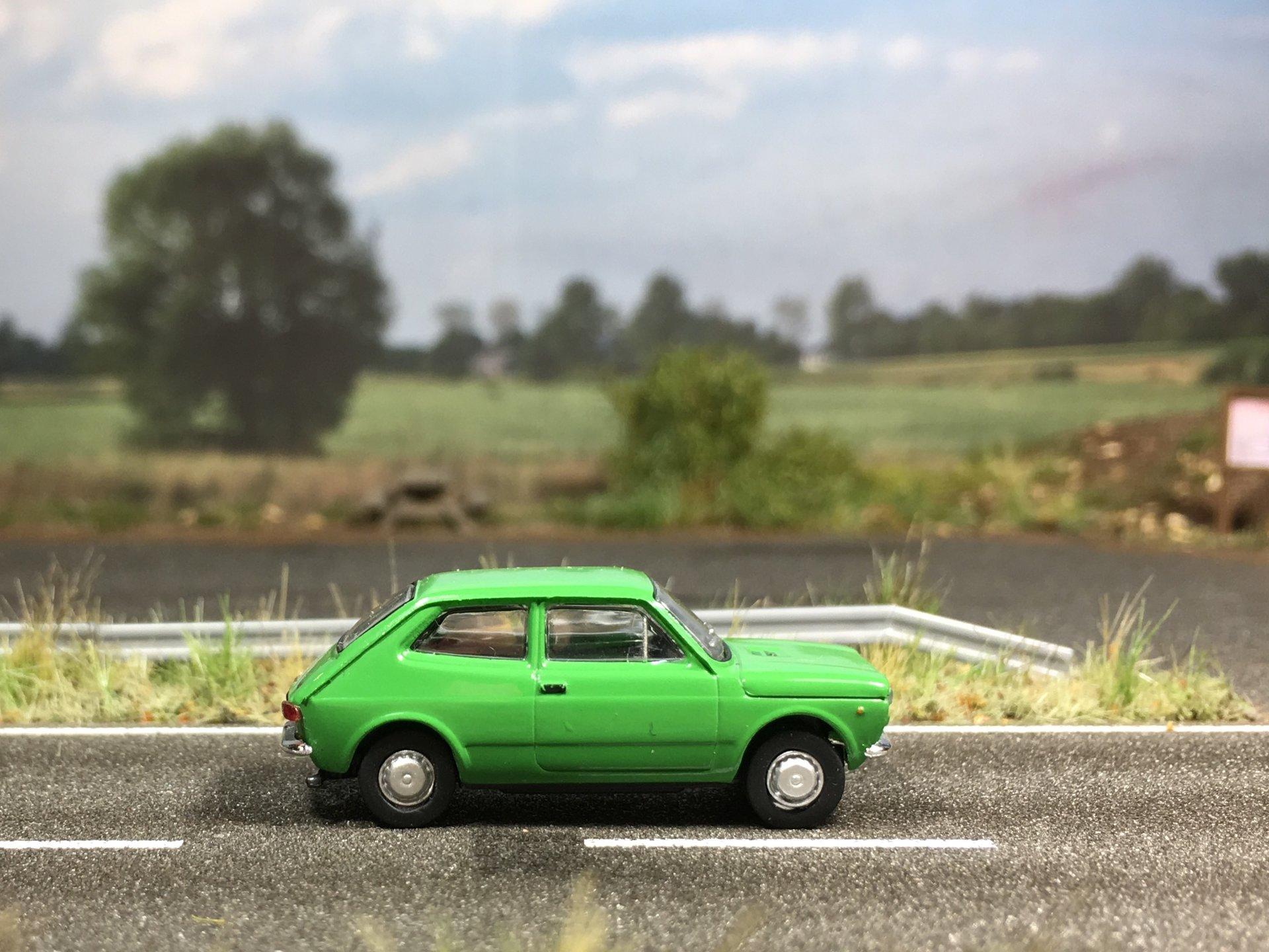 Fiat 127 zielony 004.jpg