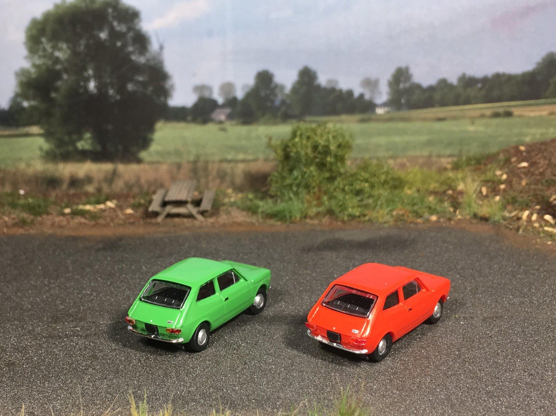 Fiat 127 zielony i czerwony 002.jpg