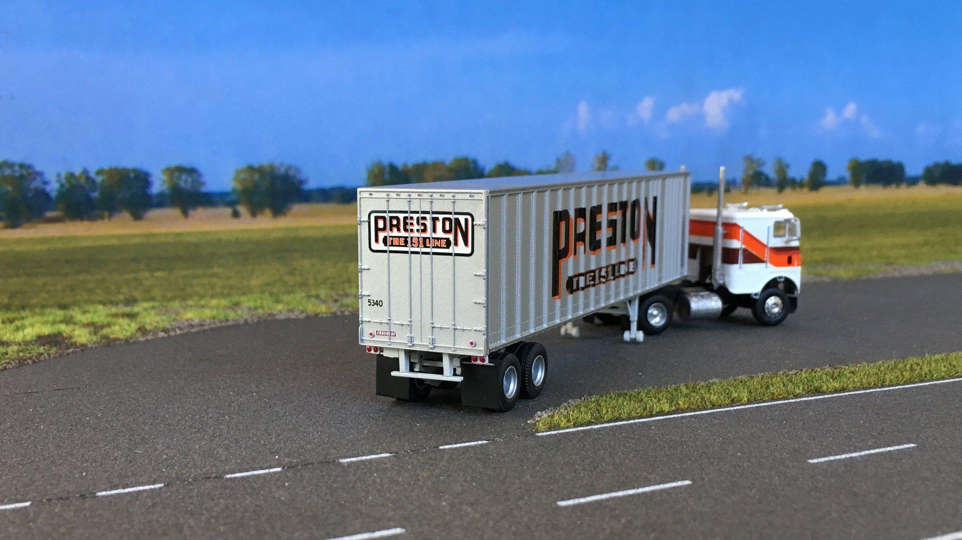 Freightliner Preston 04.jpg