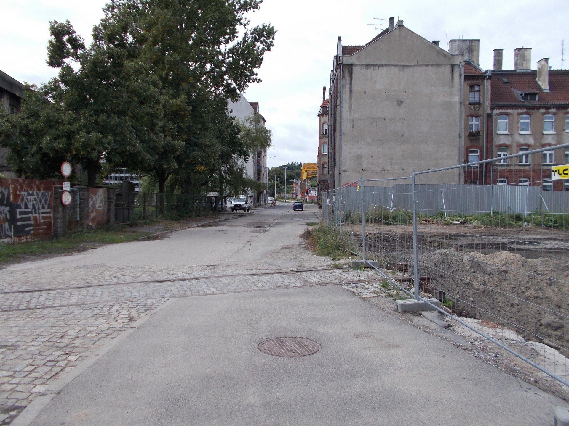 Gdańsk, dawne torowisko w ciągu ulicy Transportowców. 25.08.2018 (1).JPG