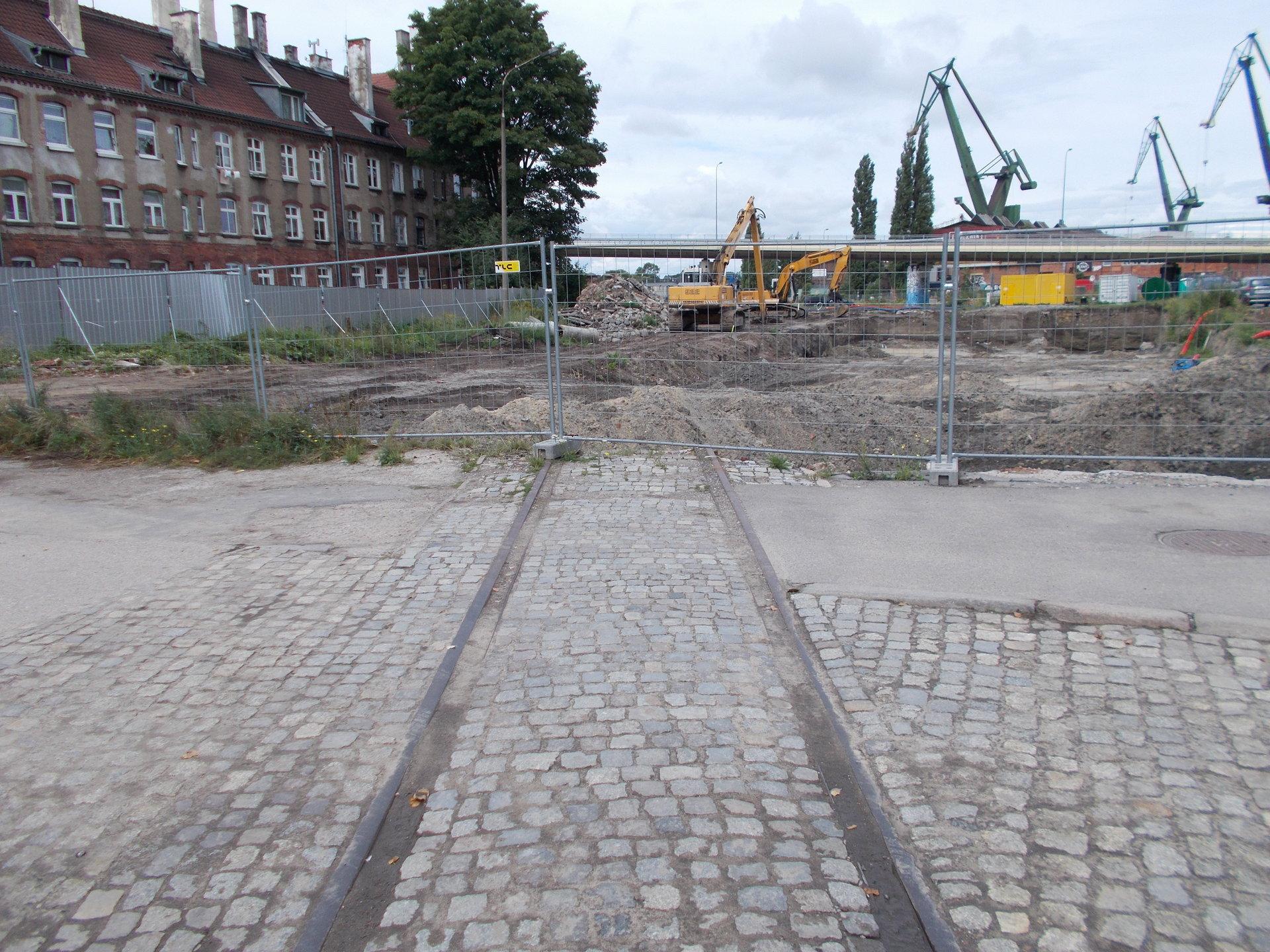 Gdańsk, dawne torowisko w ciągu ulicy Transportowców. 25.08.2018 (2).JPG