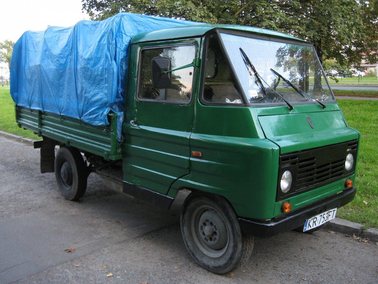 Green_FSC_Żuk_A-11_B_on_Dębowa_street_in_Kraków.jpg