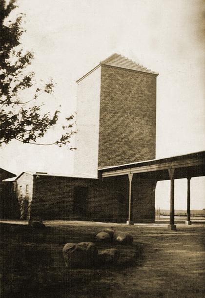 Hydrofornia-na-dworcu-w-Choczewie-1937.jpg