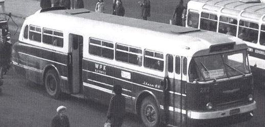 Ikarus 66 282 i inne Pl.Szewczyka 1978.jpg