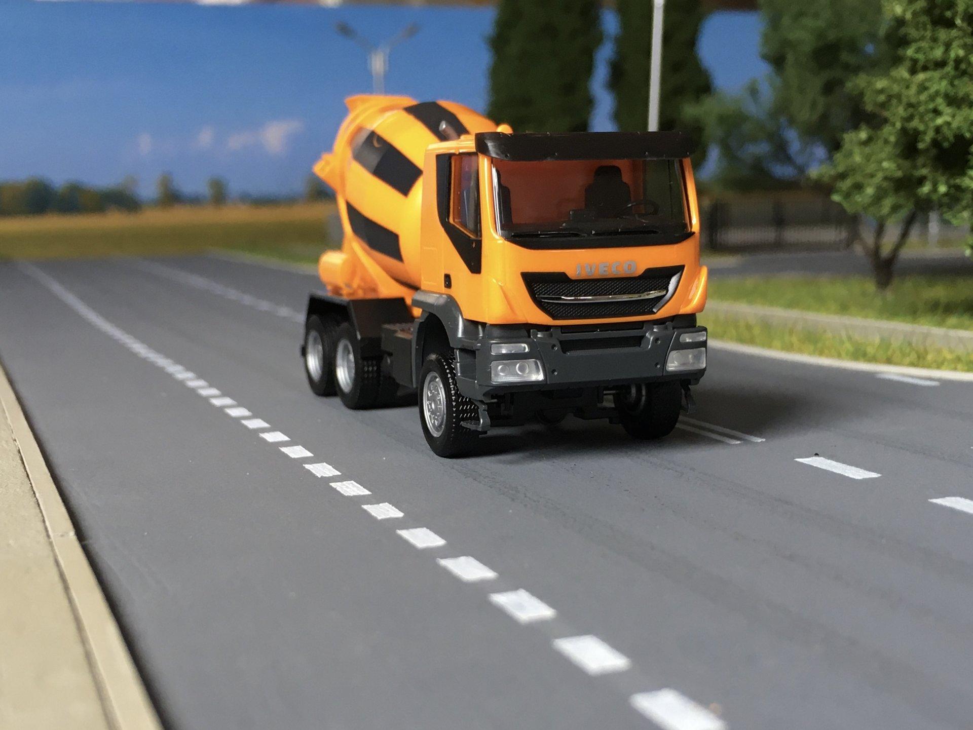 Iveco Trakker grucha 001.jpg