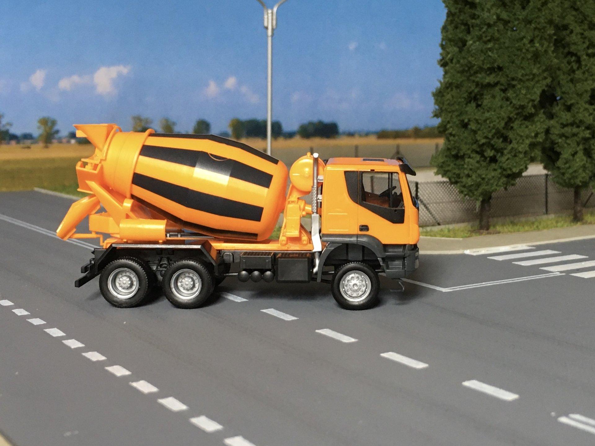 Iveco Trakker grucha 002.jpg