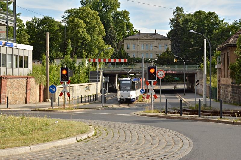 Jakobstunnel pod torami kolejowymi zestaw Tatr 312 i 317.JPG