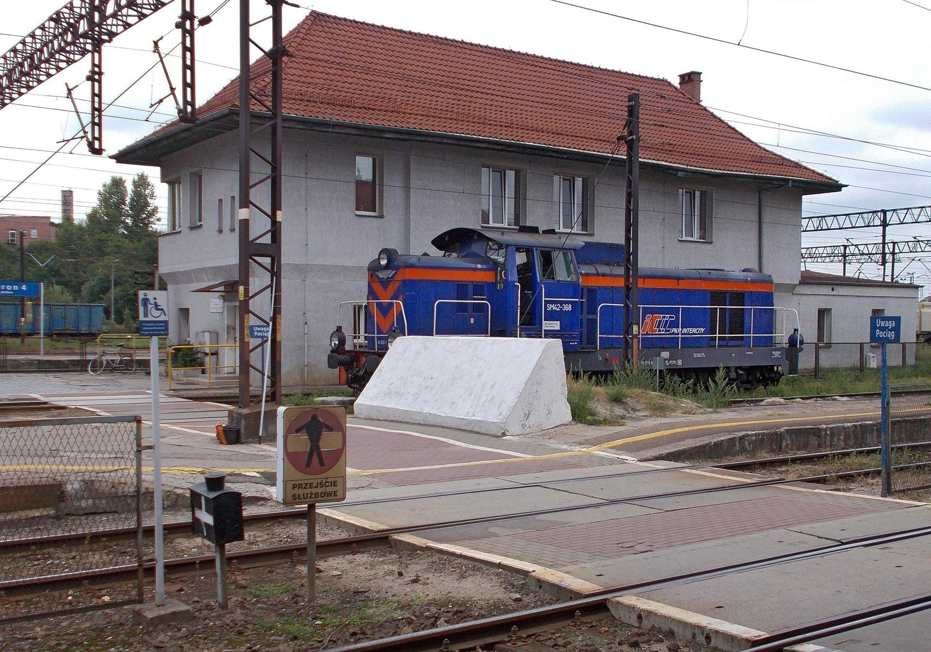 Kozioł oporowy, betonowy, Olsztyn Gł. 31.08.2018 (2).jpg
