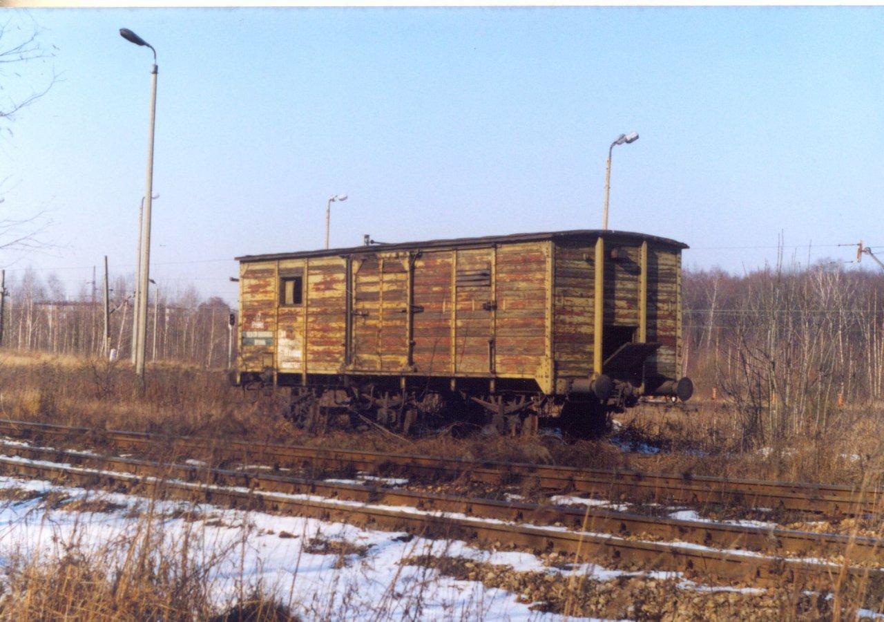 Kryty 3osiowy a Rybnik Towarowy 28.02.2001.jpg