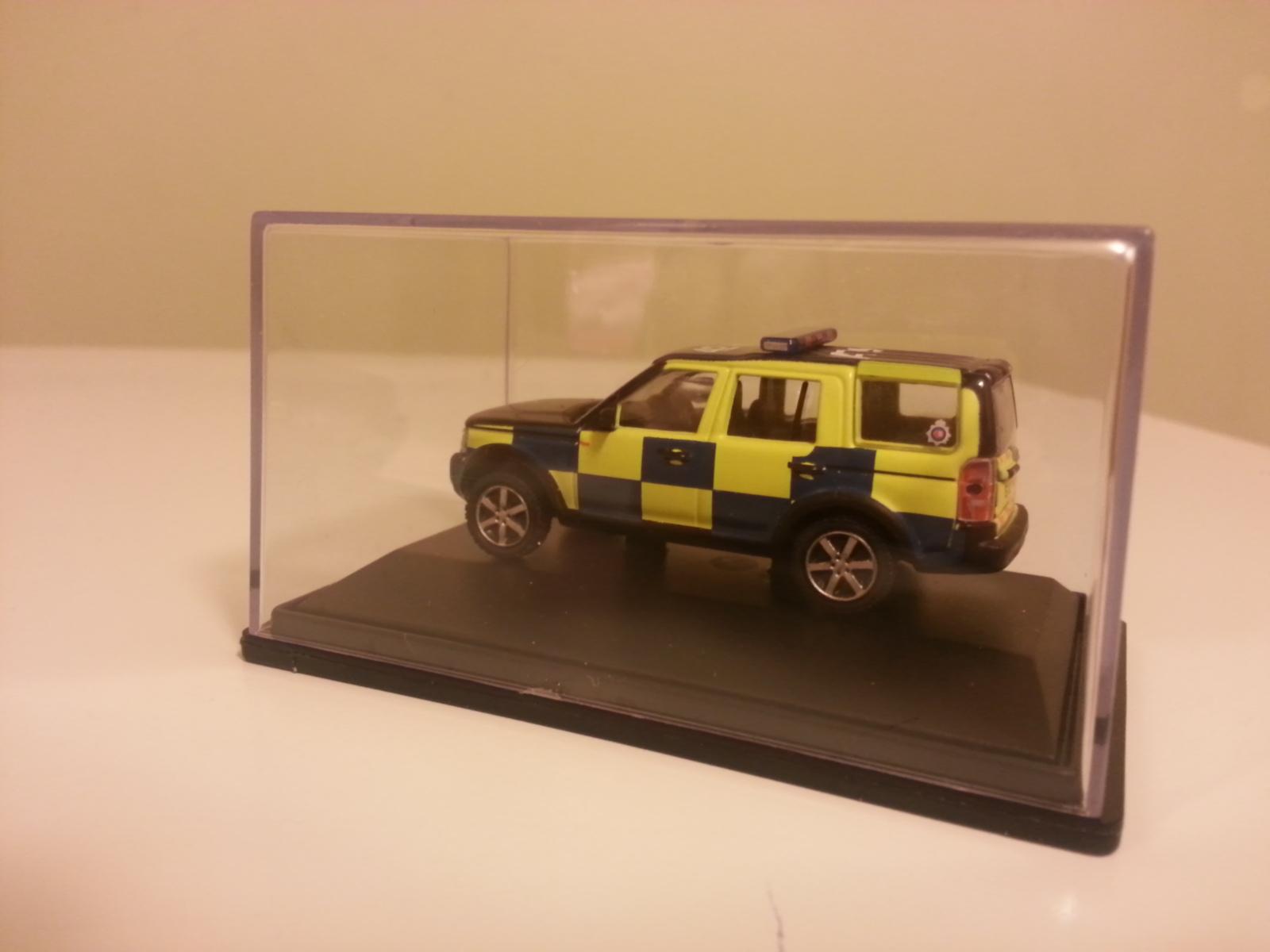 Land Rover z ukosa.jpg