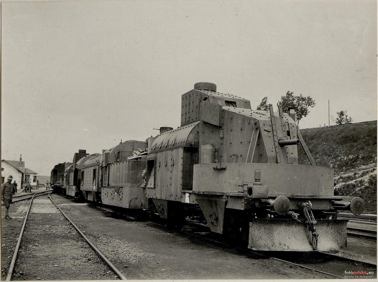 Lata 1914-1918 , Zborów - pociąg pancerny na stacji kolejowej. 2.jpg