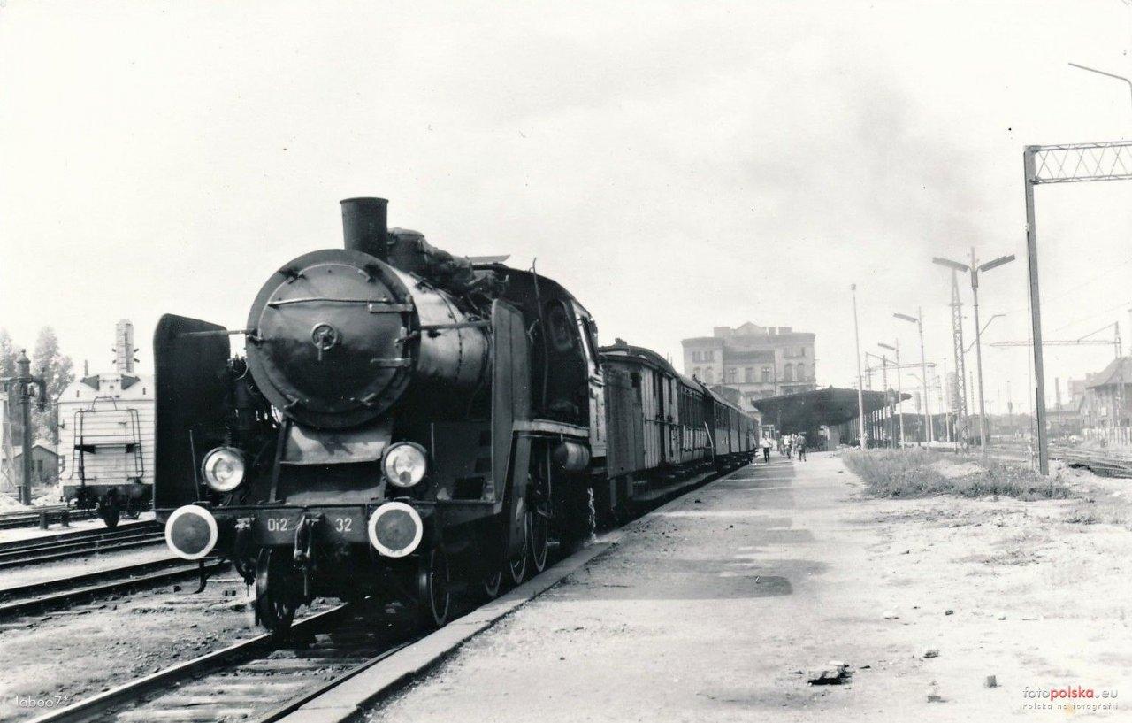 Lata 1970-1980  Budgoszcz widok na peron 4 od wschodu..jpg