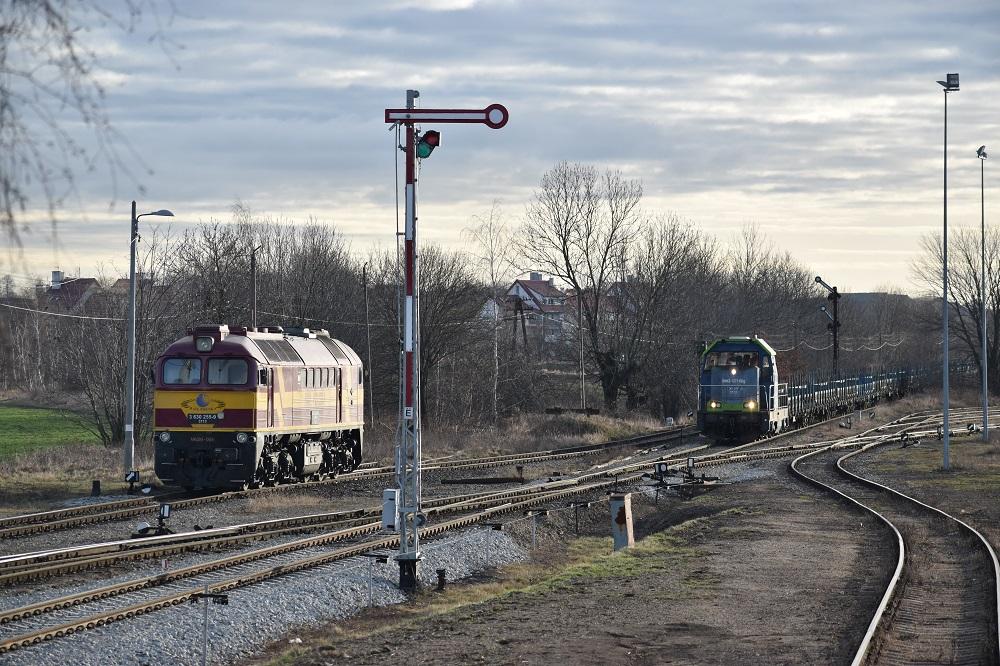 M62M-004 Rail Polska i SM42-1271 PKP Cargo w Rogoźnicy 29.01.2018.JPG
