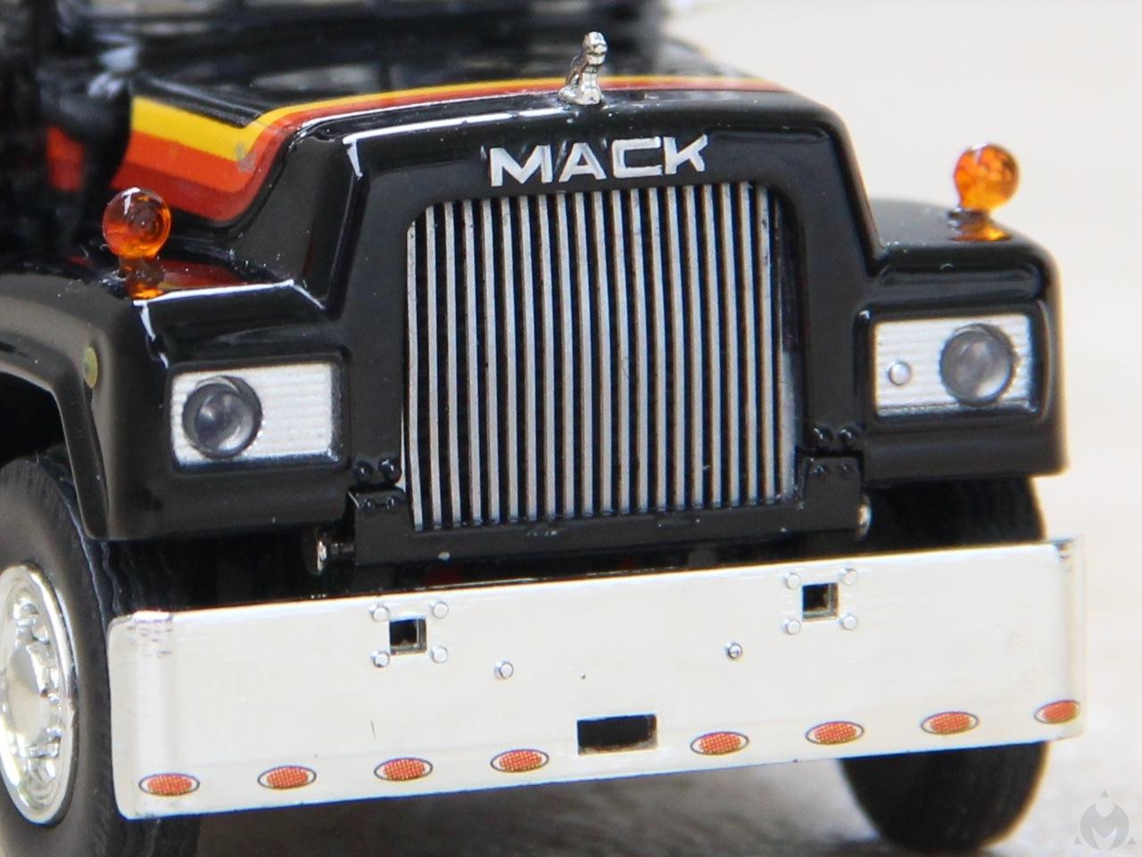 Mack-R-15.JPG