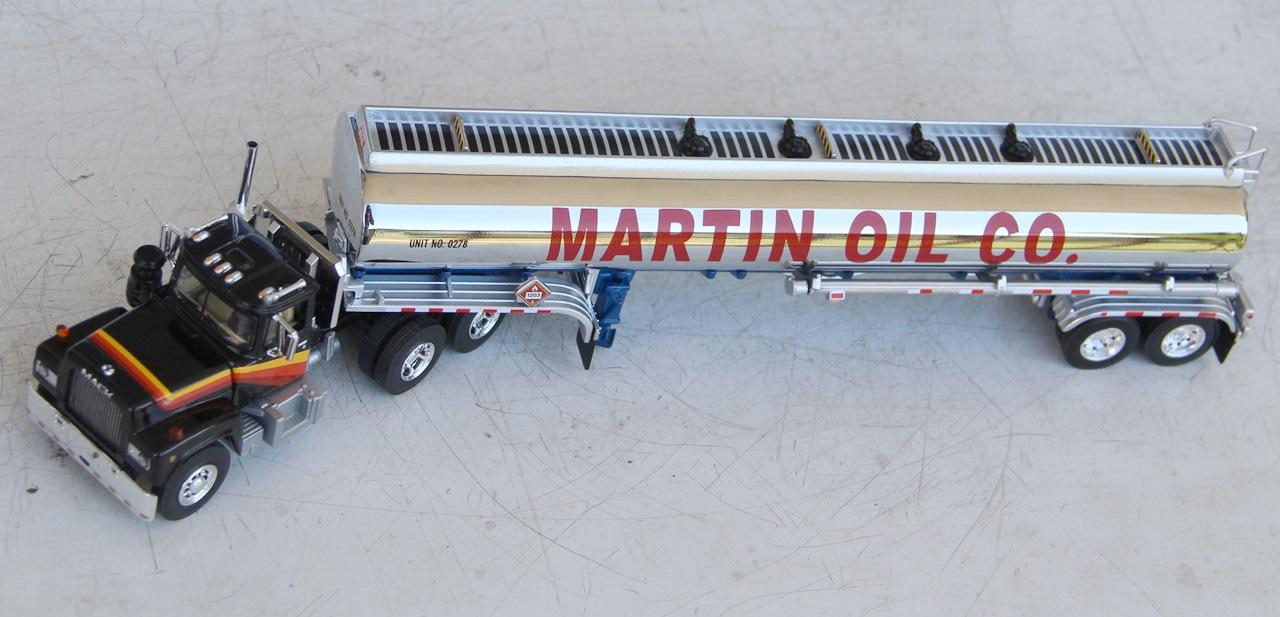 Mack-R-tanker-01.JPG