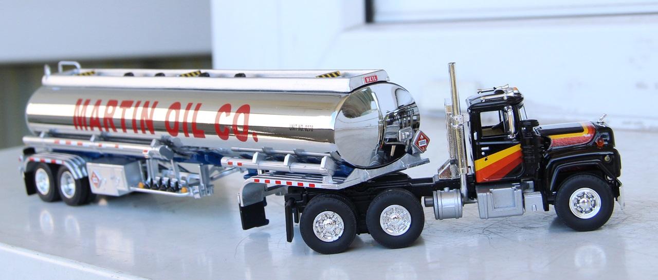 Mack-R-tanker-02.JPG